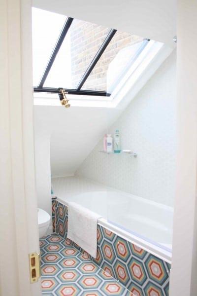 Bathroom loft conversion ideas simply loft london loft conversions experts - Amenagement petite salle de bain avec baignoire ...